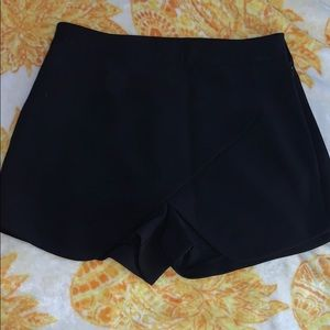 Dresses & Skirts - Skirt (shorts)